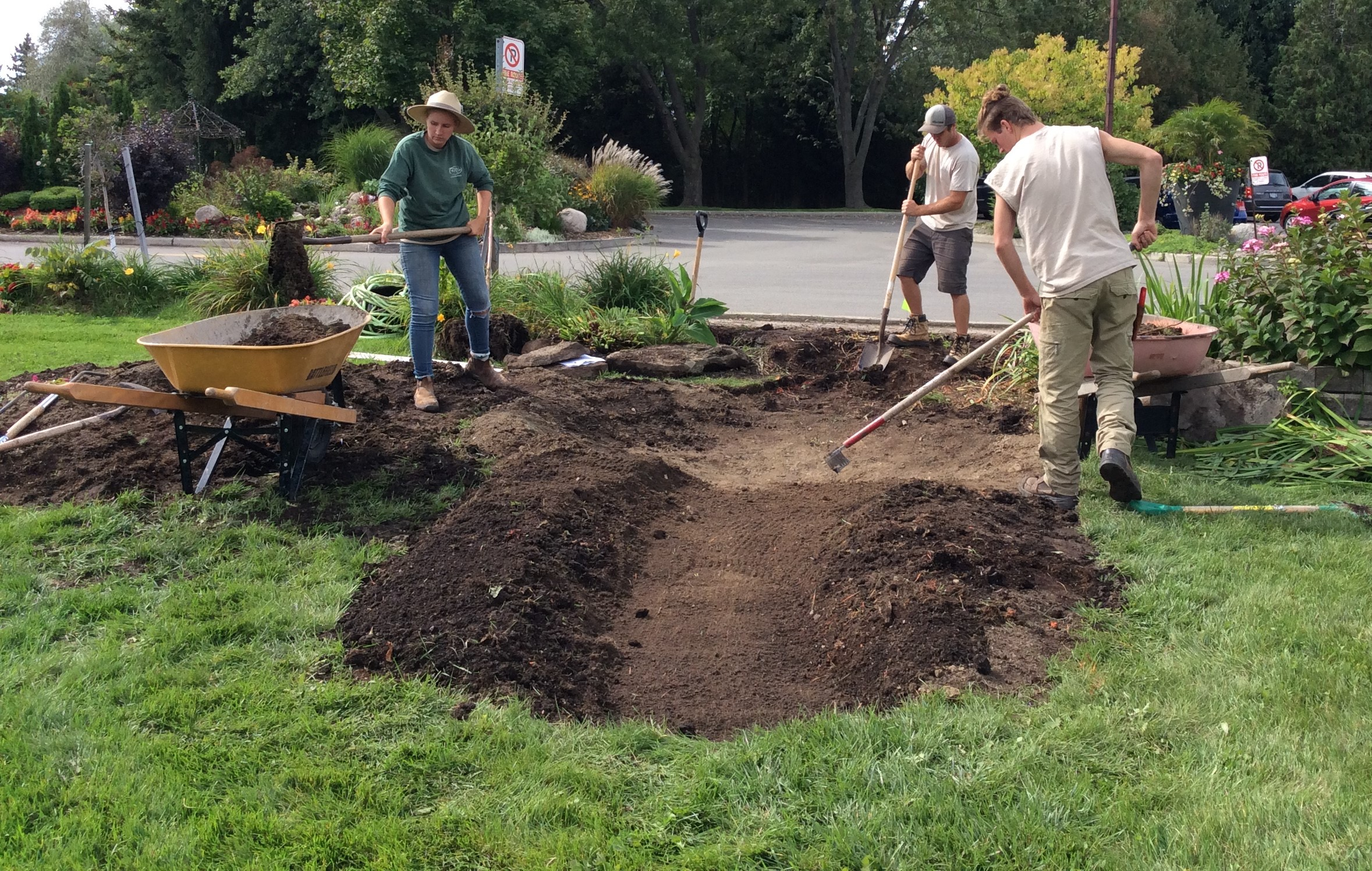 fern-ridge-landscaping-digging-the-hole