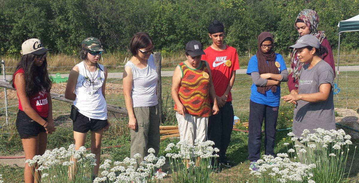 g4g-volunteers-giving-a-tour-of-the-garden